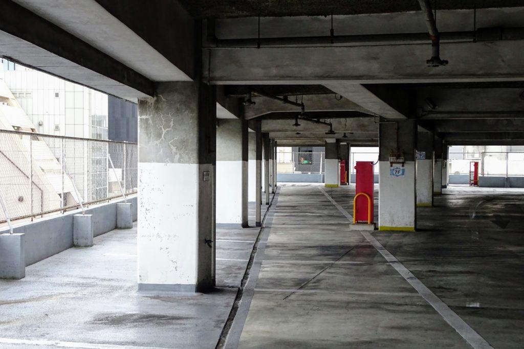 立体駐車場の画像